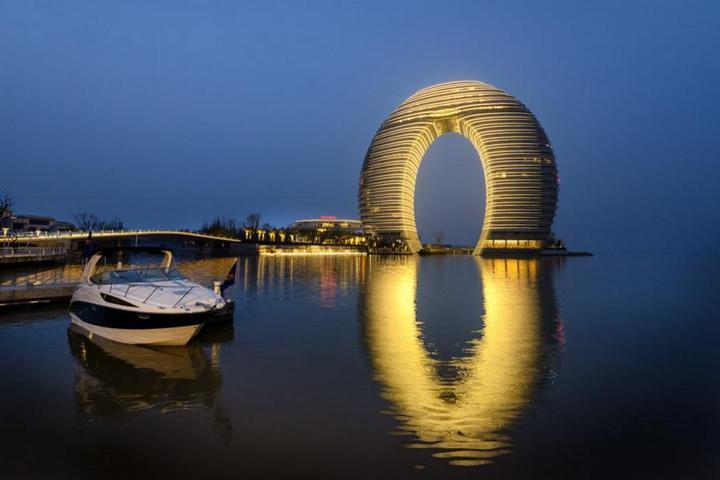 Овальная форма отеля