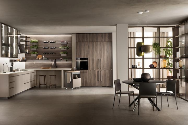 Яркая кухня с деревом в оформлении и встраиваемой мебелью