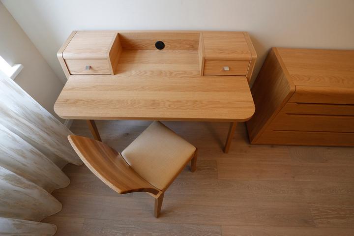 Стол и стул из массива дерева