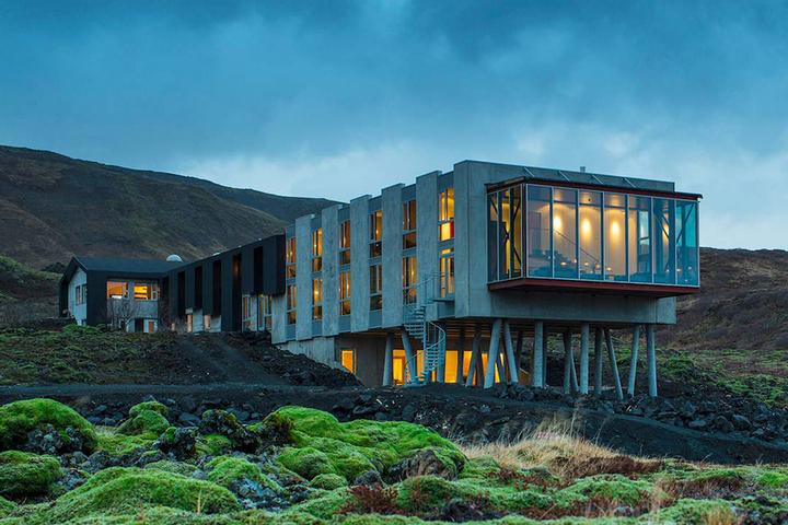 Отель над долиной с видом на ландшафт