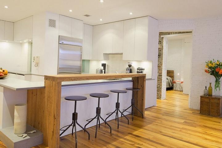 Контрастная барная стойка на кухне