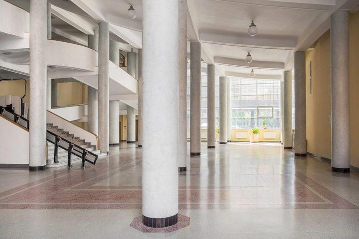Холл с терраццо на полу