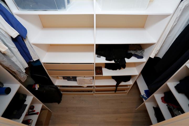 Деревянный пол в гардеробной