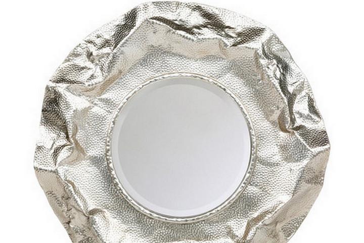 Зеркало с эффектной рамой
