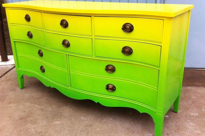 Желто-зеленая окраска комода