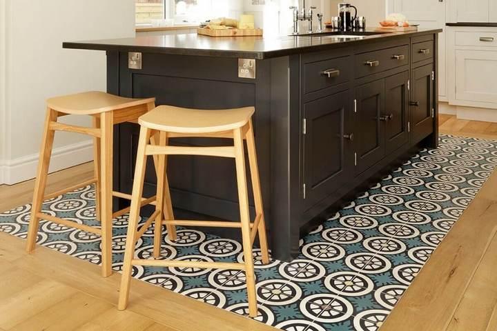 Плиточный ковер на кухне