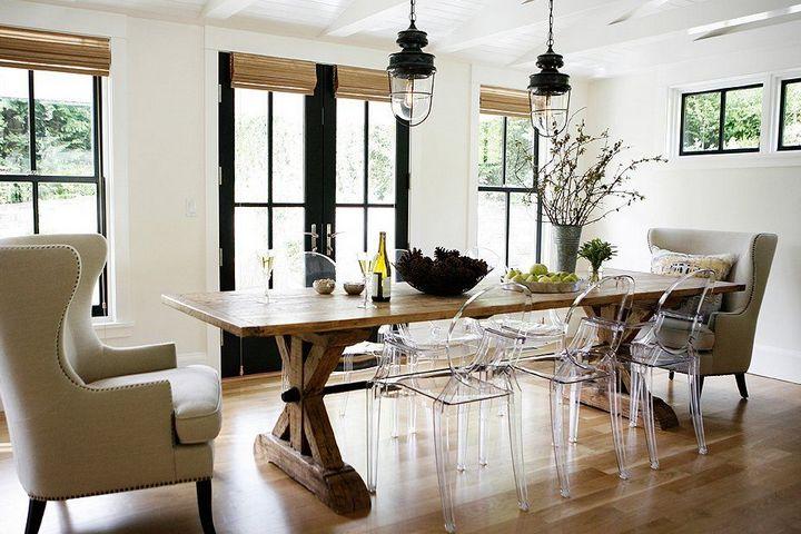 Прозрачные стулья в столовой