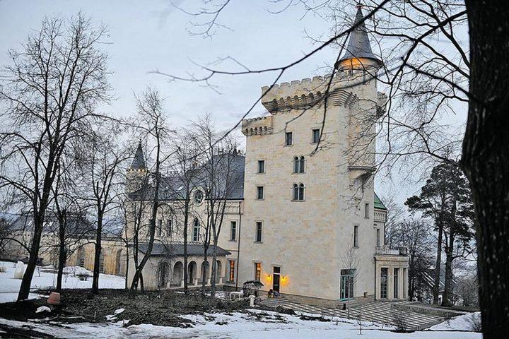 На территории замка есть собственных Колизей