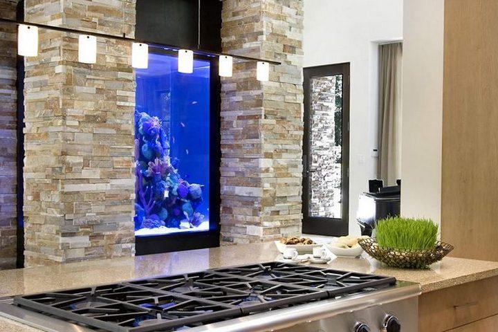 Интегрированный аквариум на кухне