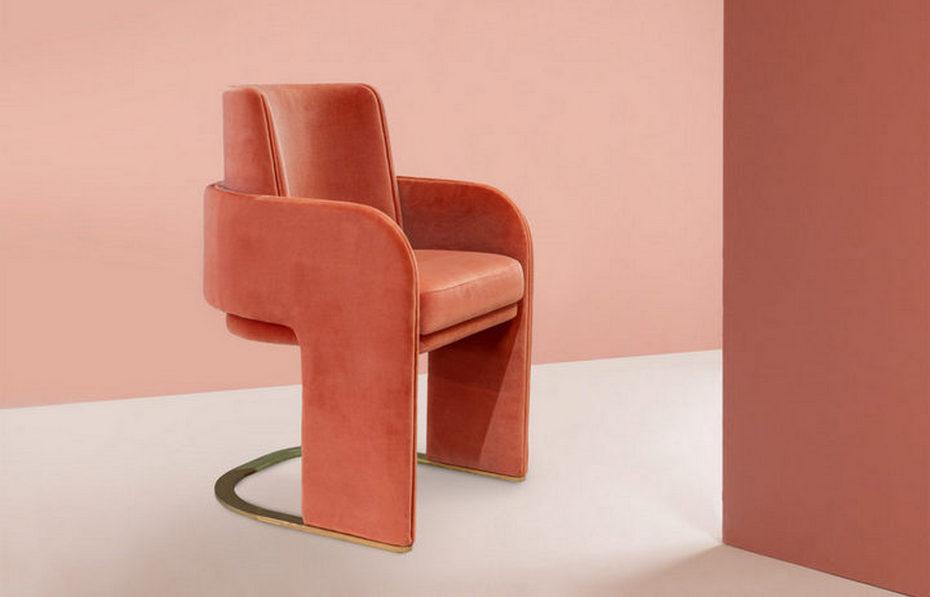 Обеденный стул в коралловом цвете