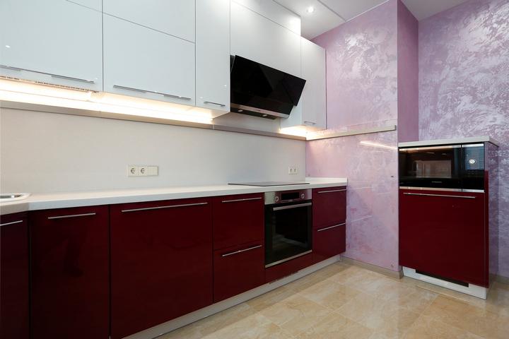 Двуцветное оформление кухни
