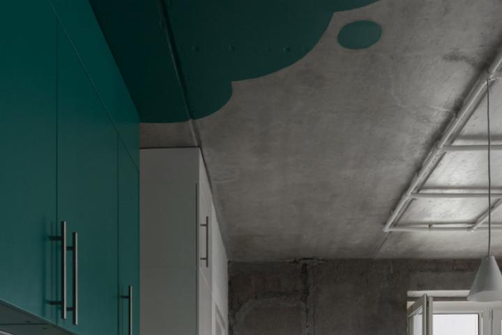 Клякса на потолке и фасаде