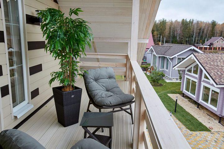 Мебель на балконе в спальне