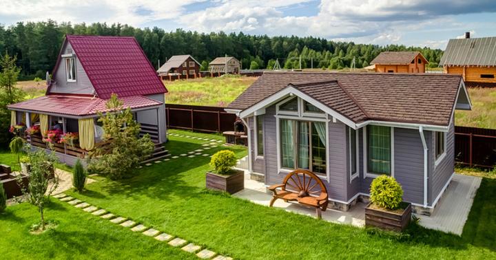 Общий вид участка с двумя домами