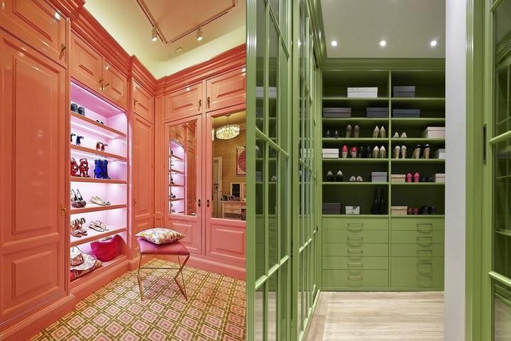 Цветные фасады гардеробной