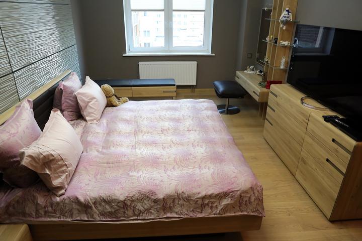Современный стиль и кровать крупного размера