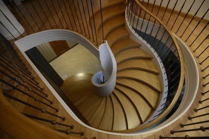 Лестница-змея с золотым сечением
