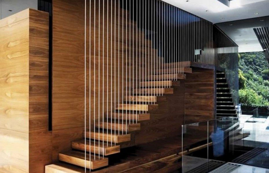 Лестница с прозрачной стеной