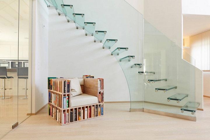 Лестница из прозрачного материала