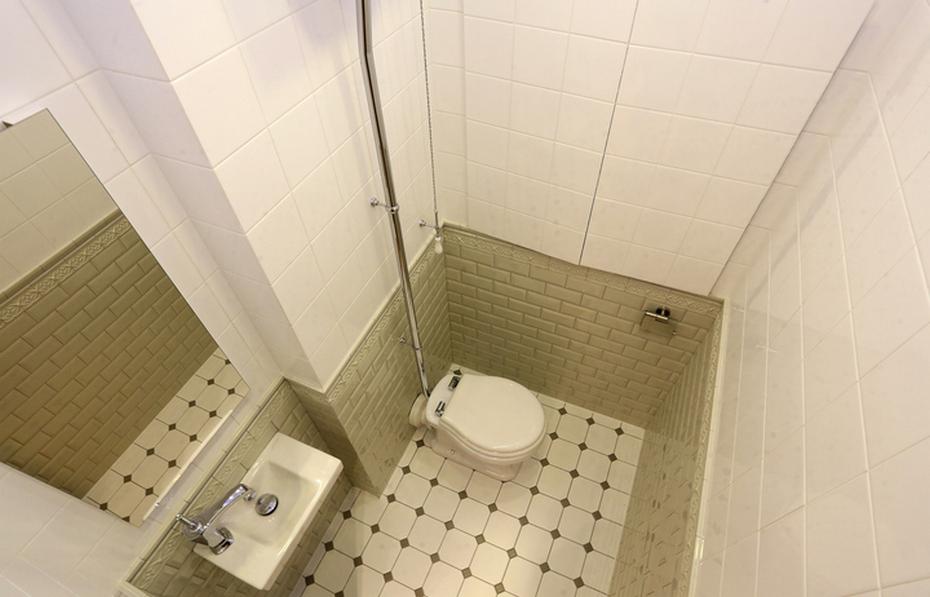 Туалет с отделением для хранения