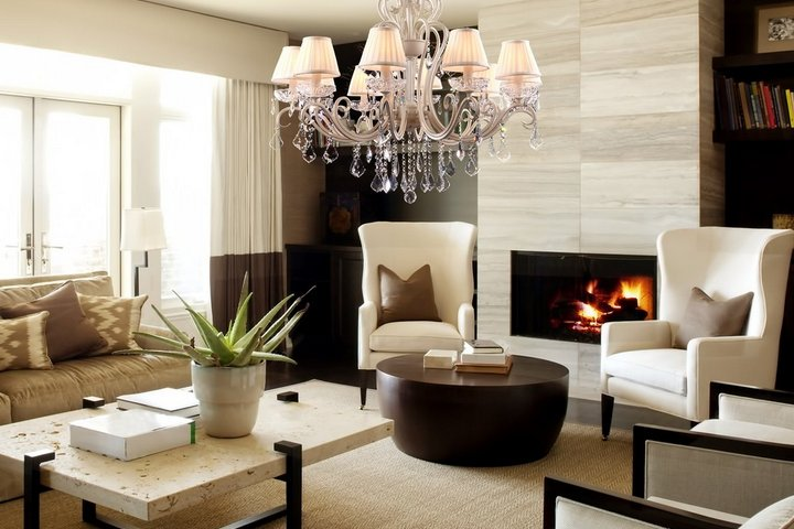 Современный стиль гостиной с камином
