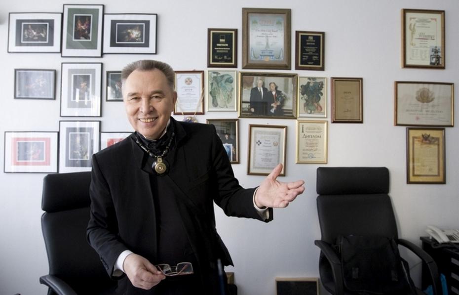 Вячеслав Зайцев в кабинете