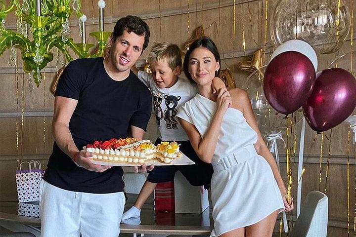 Евгений с женой Анной и сыном
