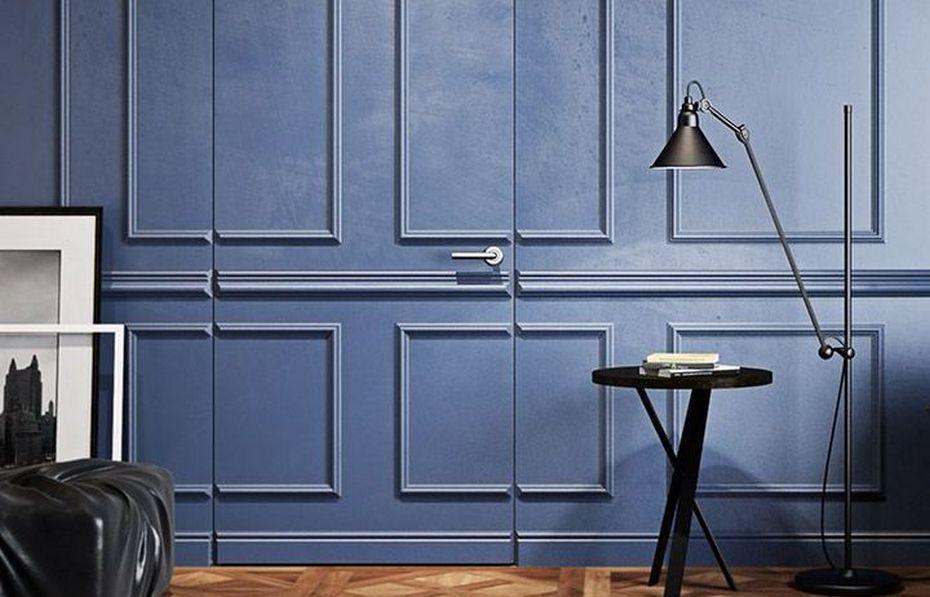 Потайная дверь с декором молдингами