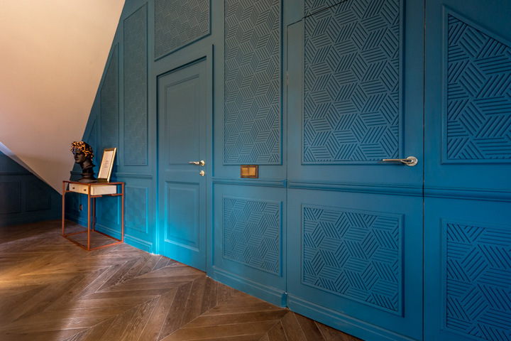 Совмещение потайной и классической дверей