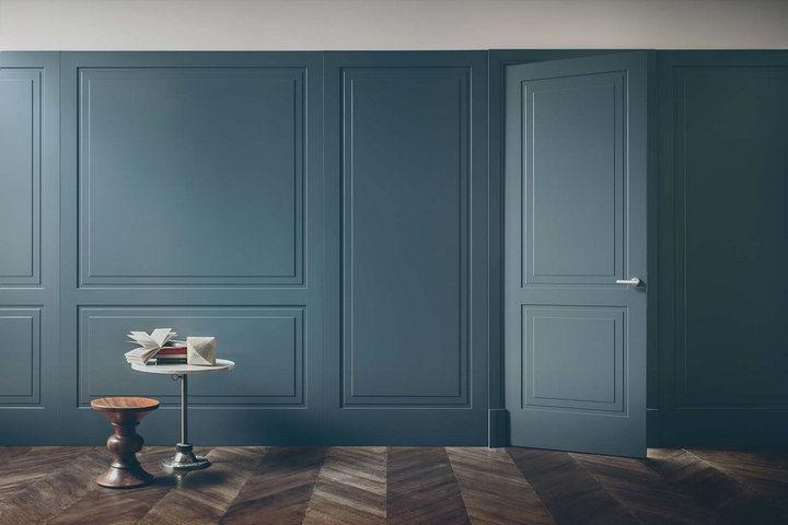 Филенчатая дверь и декор стен