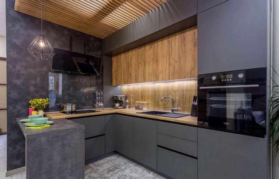 Серая матовая кухня с деревом и бетоном