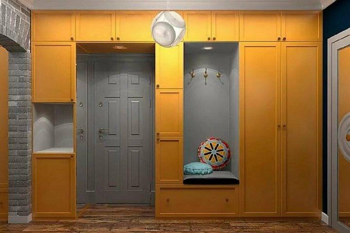 Система хранения вокруг двери в прихожей