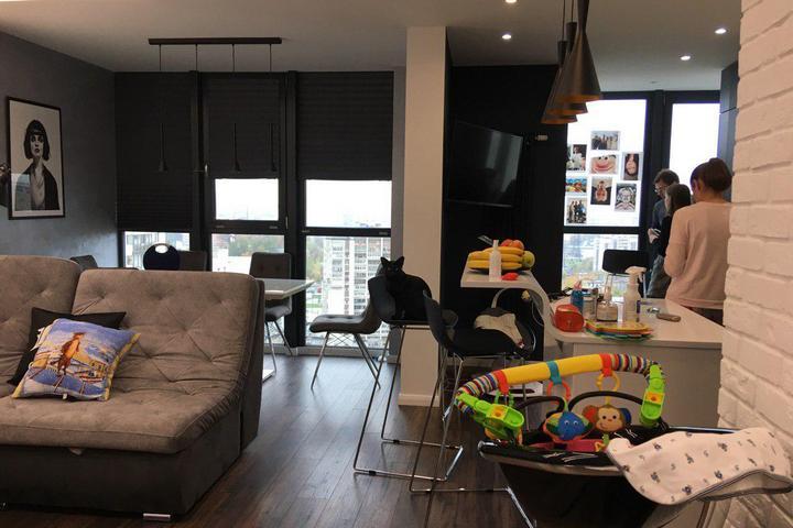 Совмещенное пространство столовой-гостиной-кухни