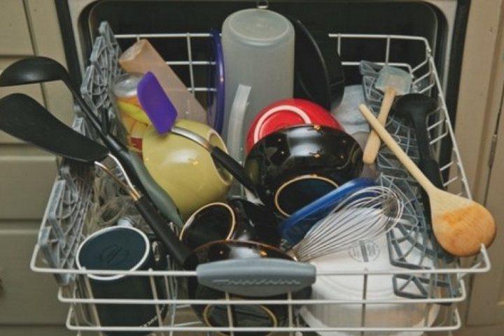 Как нельзя складывать посуду в посудомойку