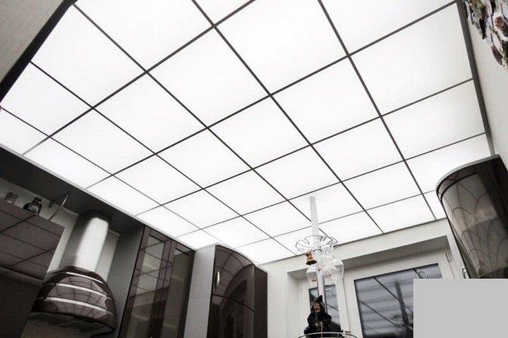 Акриловый потолок на кухне