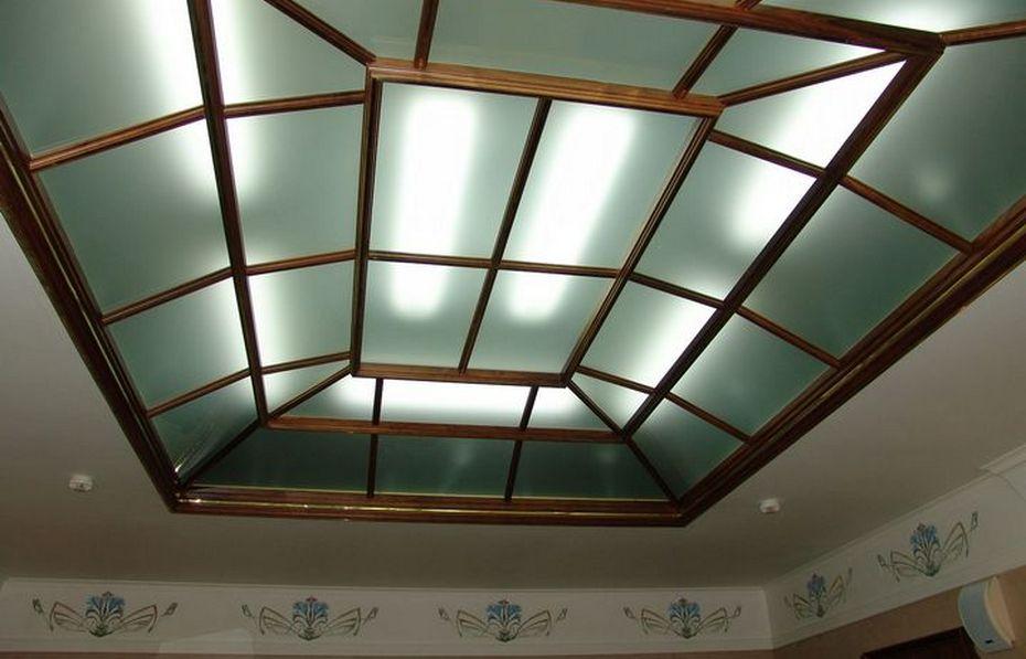 Акриловый потолок в деревянной раме