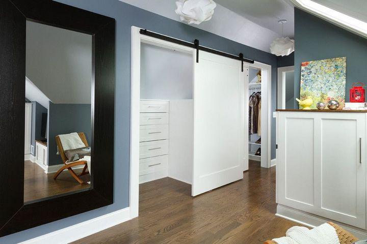 Амбарная дверь в гардеробной