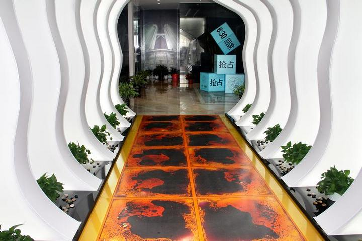 Живая плитка в коридоре