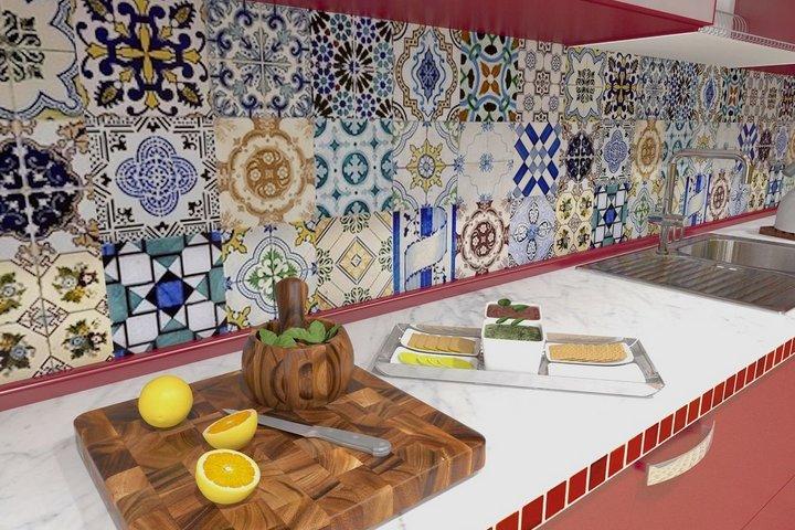 Восточный орнамент на фартуке кухни