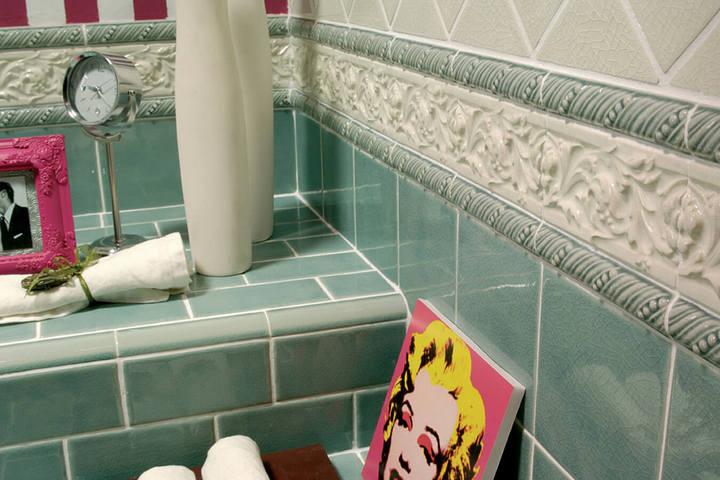 Бордюры на плитке в ванной