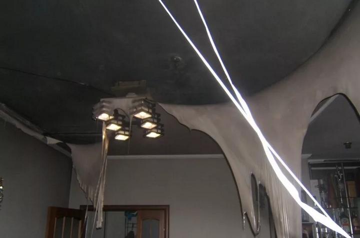 Полное уничтожение натяжного потолка