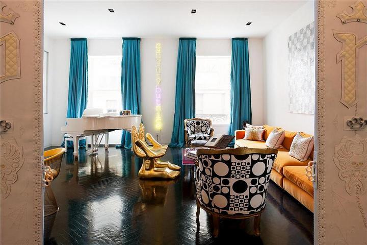 Пустая гостиная и лишняя мебель
