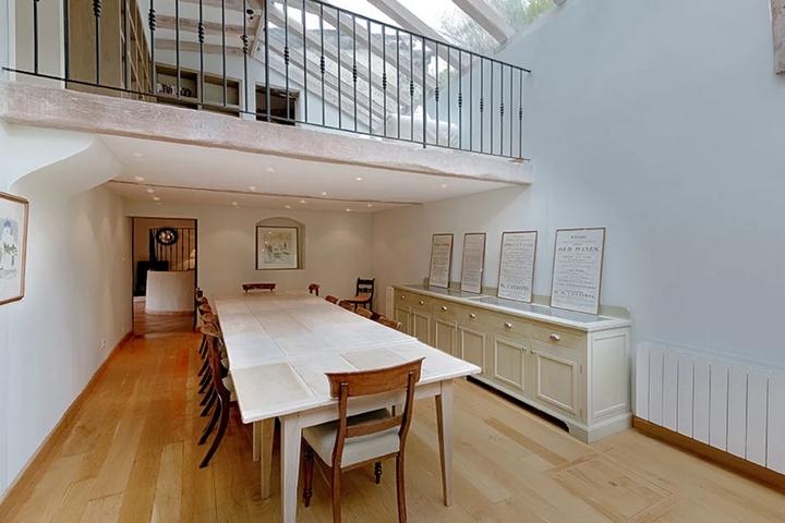 Два этажа в пространстве столовой
