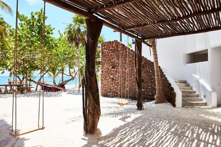 Выход из отеля к Карибскому морю и белоснежному пляжу
