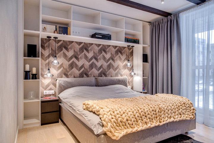 Сплошное основание кровати, вписанной в нишу