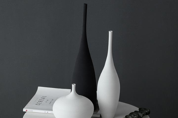 Элегантная узкая ваза