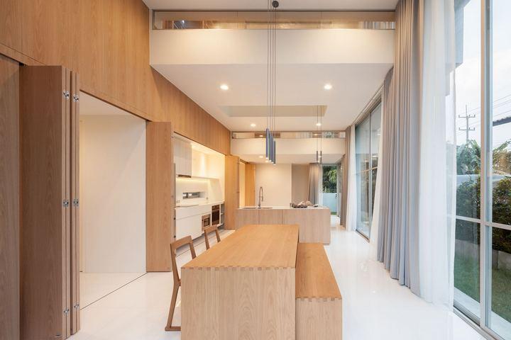 Гибридное помещение кухни-столовой