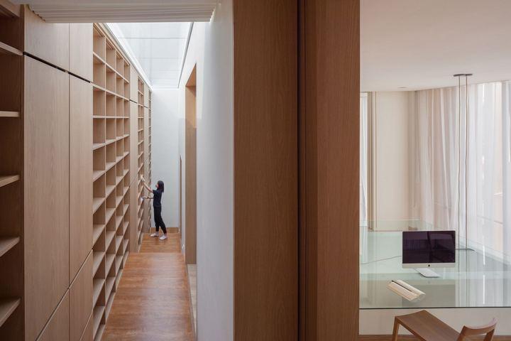 Гибридная меблировка и зонирование комнаты и коридора