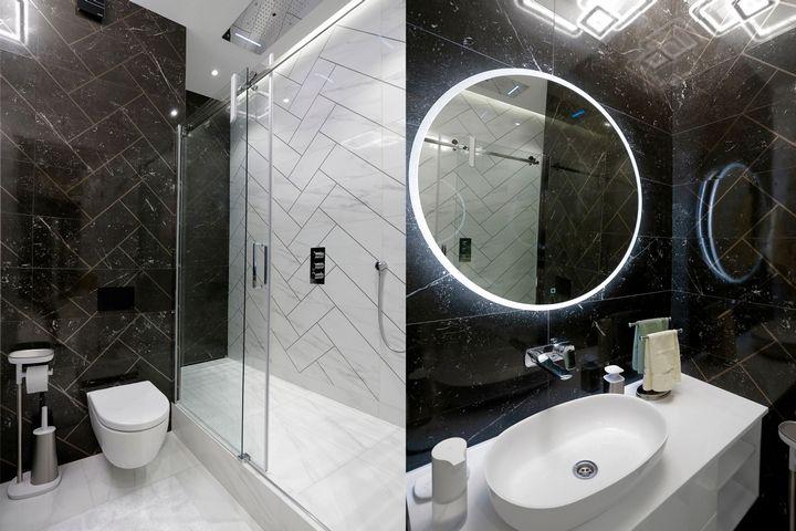 Душевая кабина и круглое зеркало с подсветкой