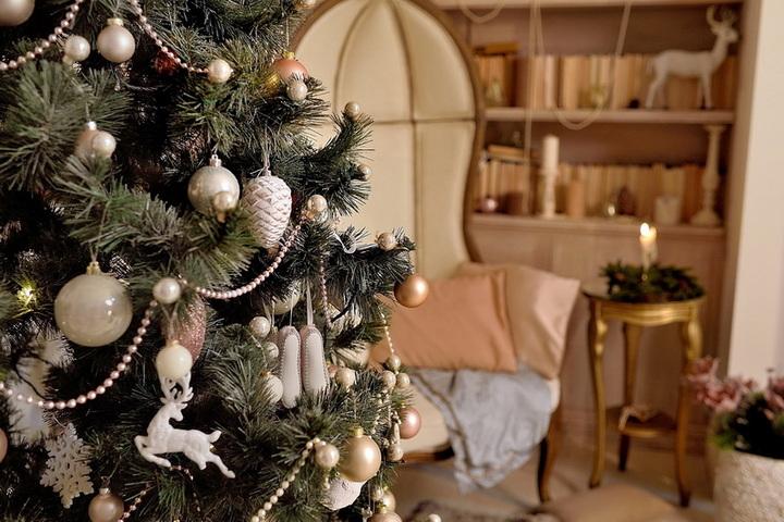 Праздничные декорации дома